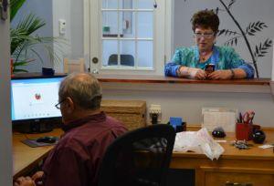 Stephanie Reifkind Kahn, background, talks to her husband and Jeff. Photo by Zach C. Cohen.